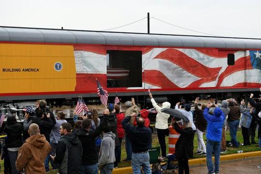 """Chuyến tàu đặc biệt đưa ông Bush """"cha"""" về nơi an nghỉ - Ảnh 4."""