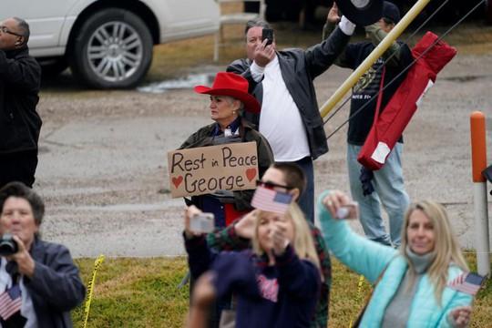 """Chuyến tàu đặc biệt đưa ông Bush """"cha"""" về nơi an nghỉ - Ảnh 10."""