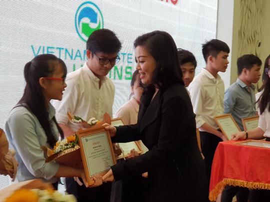 VWS trao 20 suất học bổng cho sinh viên nghèo, vượt khó - Ảnh 1.