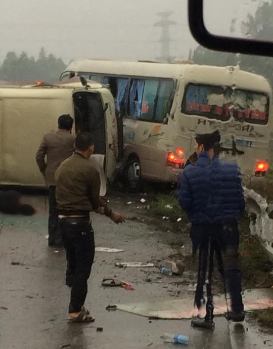 2 xe khách tông nhau trên cao tốc Nội Bài-Lào Cai, nhiều hành khách bị thương - ảnh 5