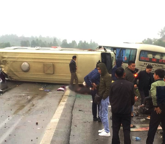 2 xe khách tông nhau trên cao tốc Nội Bài-Lào Cai, nhiều hành khách bị thương - ảnh 6