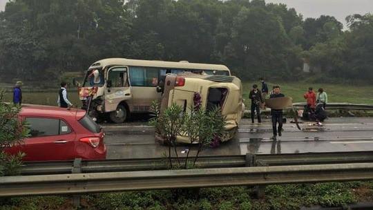 2 xe khách tông nhau trên cao tốc Nội Bài-Lào Cai, nhiều hành khách bị thương - ảnh 8