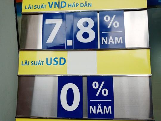 Vì sao các ngân hàng đồng loạt thay đổi cách tính lãi tiền gửi? - Ảnh 1.