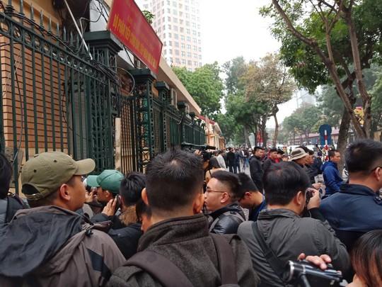 An ninh thắt chặt tại tòa xử ông Đinh La Thăng và đồng phạm - Ảnh 10.