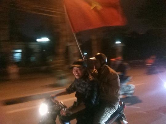 Ngập sắc đỏ mừng chiến thắng nức lòng của U23 Việt Nam - Ảnh 20.