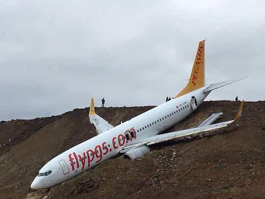 """Tình tiết mới trong vụ máy bay Thổ Nhĩ kỳ """"treo"""" trên vách đá - Ảnh 1."""