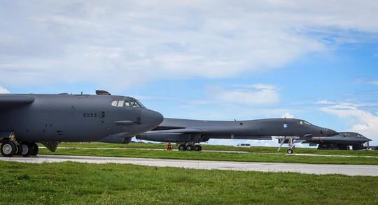 Mỹ điều đồng loạt 3 loại máy bay ném bom tới đảo Guam - Ảnh 1.
