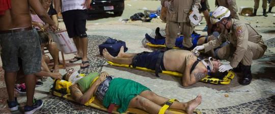Ô tô lao vào đám đông ở bãi biển, bé 8 tháng tuổi tử vong - Ảnh 2.