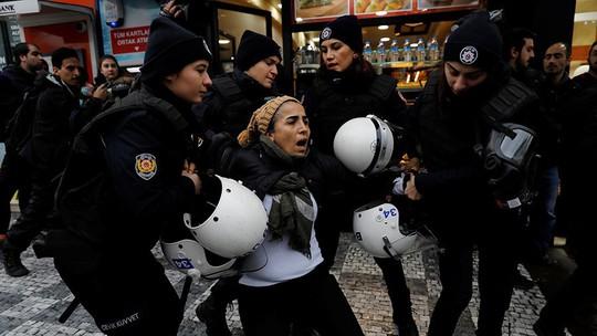 Thổ Nhĩ Kỳ bị dội tên lửa, hàng chục người thương vong - Ảnh 2.