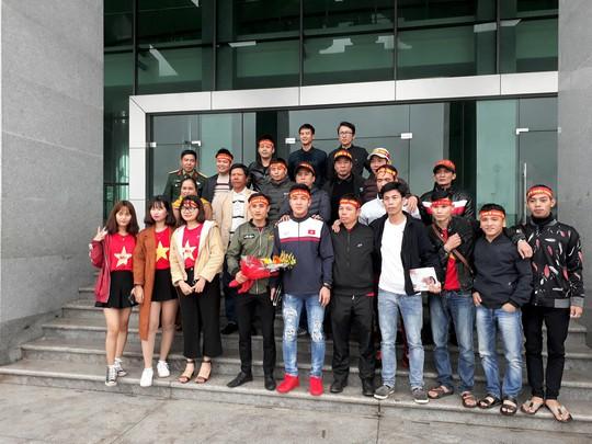 Quảng Trị tuyên dương tiền vệ U23 Việt Nam Trương Văn Thái Quý - Ảnh 2.