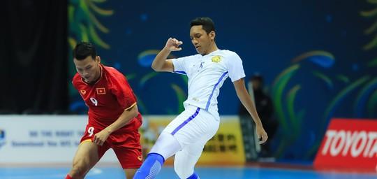 VCK Futsal châu Á 2018: Việt Nam lại thua Malaysia - Ảnh 3.