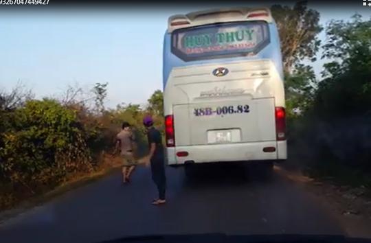 Sẽ sa thải tài xế xe khách bỏ mặc nạn nhân tai nạn - Ảnh 2.