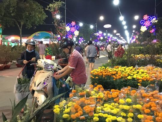 Khai mạc chợ hoa xuân Bình Điền - Ảnh 1.