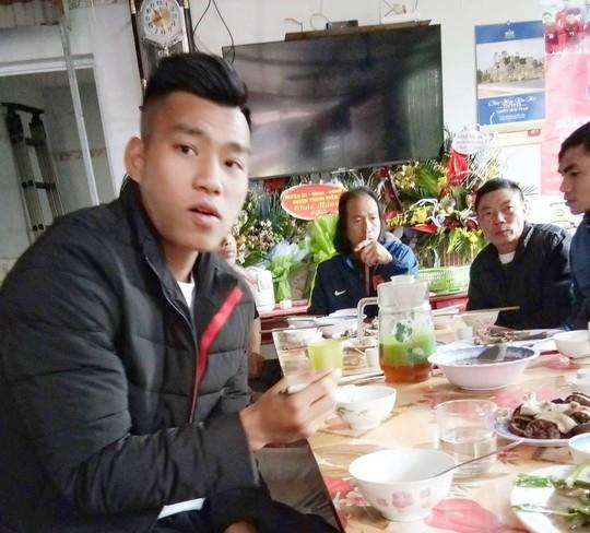 Clip gia đình tuyển thủ U23 Việt Nam Văn Thanh sum vầy vui như Tết - Ảnh 4.