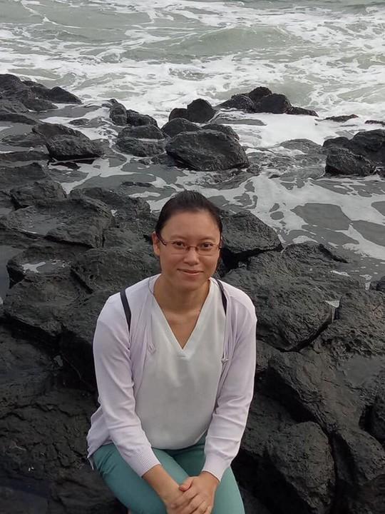 Bộ trưởng Nguyễn Thị Kim Tiến ủng hộ nữ bác sĩ bị ung thư 5 triệu đồng - Ảnh 1.