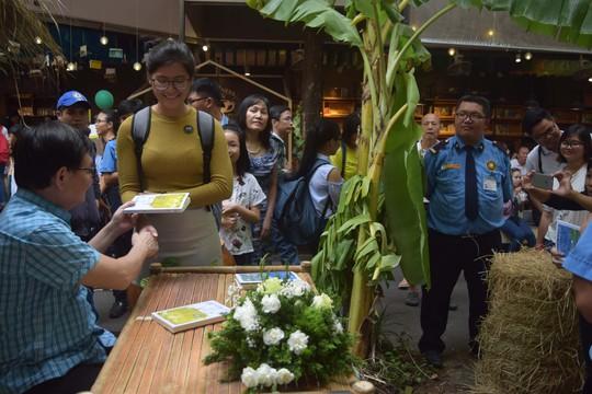 Đầu năm gặp nhà văn bạc tỷ Nguyễn Nhật Ánh - Ảnh 3.