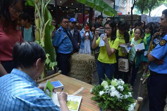 Đầu năm gặp nhà văn bạc tỷ Nguyễn Nhật Ánh - Ảnh 2.