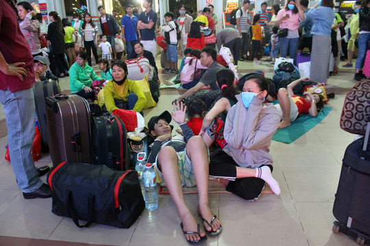 Hàng ngàn hành khách vật vờ ở ga Sài Gòn trong đêm - Ảnh 5.
