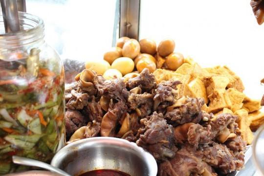 Những quán bánh mì ngon độc lạ chỉ có ở Sài Gòn, dân 'sành ăn' nhất định đừng bỏ lỡ! - Ảnh 1.