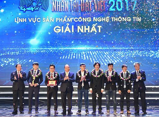 Đại học Duy Tân - Thành tựu năm 2017 và điểm mới trong mùa tuyển sinh 2018 - Ảnh 1.