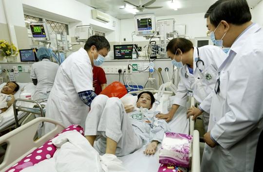 (Xuanonline 29Tet 14.2) Tết Nguyên đán: Bệnh nhân nhận lì xì, ăn miễn phí - Ảnh 5.