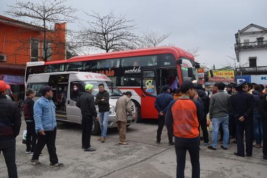 Xe khách 46 chỗ, nhét đến 79 người - Ảnh 2.