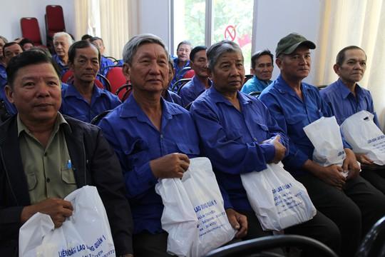 Mang Tết đến với người lao động nghèo - Ảnh 3.