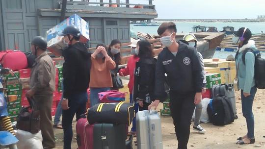 Phóng sự ảnh: Chở Tết ra đảo Lý Sơn - Ảnh 11.