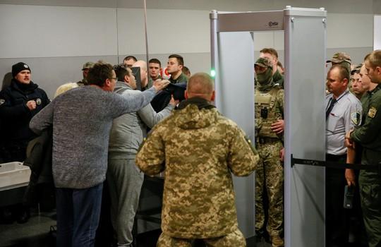 Cựu tổng thống Georgia bị đánh úp tại Kiev - Ảnh 1.