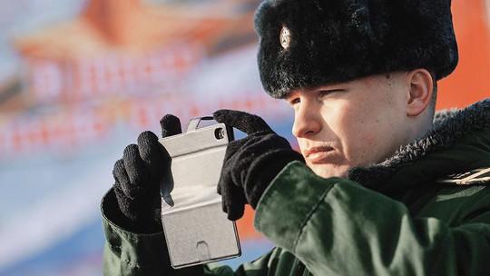 Quân nhân Nga sẽ bị cấm sử dụng mạng xã hội - Ảnh 1.