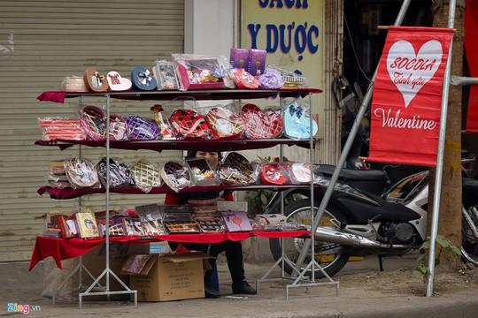 Thị trường quà tặng Valentine lu mờ vì không khí Tết - Ảnh 2.