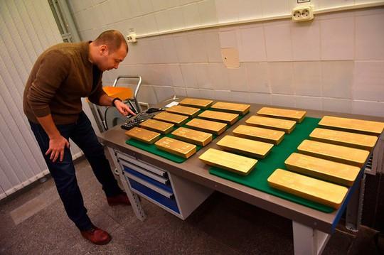 Choáng ngợp kho vàng 1.800 tấn của Nga - Ảnh 8.