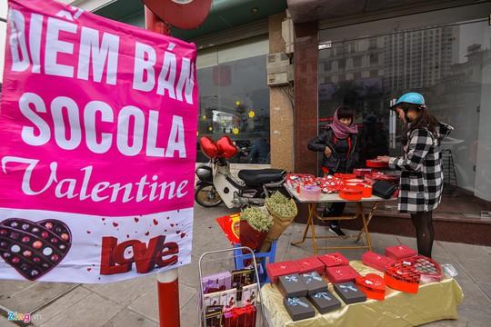 Thị trường quà tặng Valentine lu mờ vì không khí Tết - Ảnh 8.
