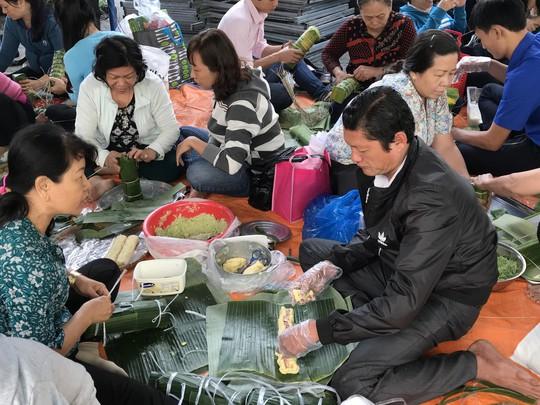 Công nhân ăn Tết Sài Gòn - Ảnh 6.