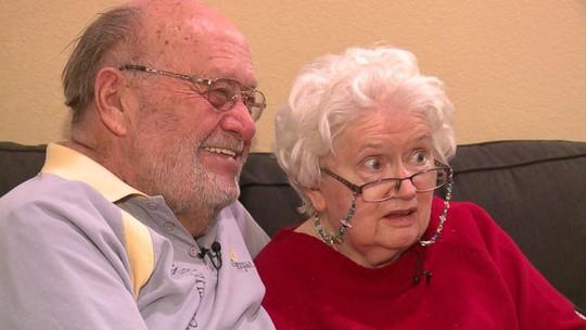 Vợ mất trí, chồng vẫn tặng quà Valentine - Ảnh 1.