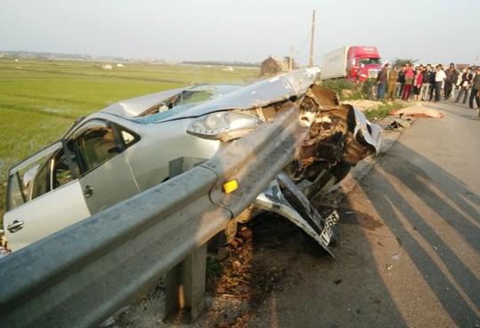 Thuê xe ô tô về quê ăn Tết bị tai nạn, 6 người thương vong - Ảnh 1.