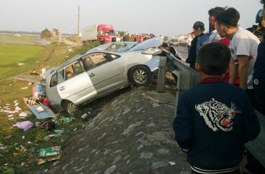 Thuê xe ô tô về quê ăn Tết bị tai nạn, 6 người thương vong - Ảnh 2.