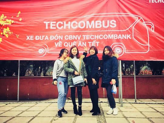 Techcombank năm thứ tư đưa đón cán bộ, nhân viên về quê ăn Tết - Ảnh 1.