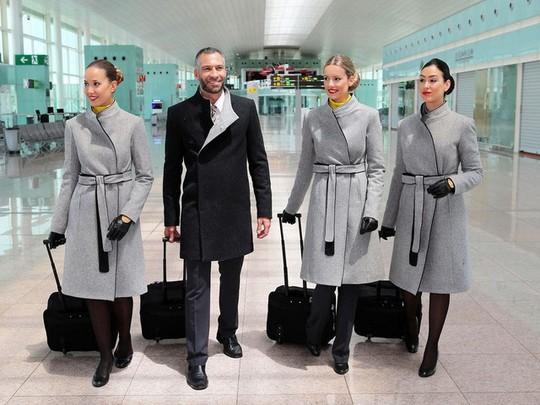 Những hãng hàng không có đồng phục thanh lịch nhất thế giới - Ảnh 1.