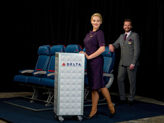 Những hãng hàng không có đồng phục thanh lịch nhất thế giới - Ảnh 2.