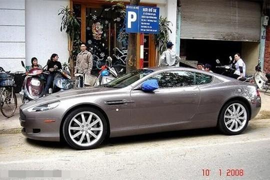 Siêu xe Aston Martin tiền tỷ vứt không ai nhặt tại Việt Nam - Ảnh 1.