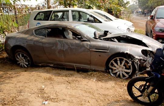 Siêu xe Aston Martin tiền tỷ vứt không ai nhặt tại Việt Nam - Ảnh 3.
