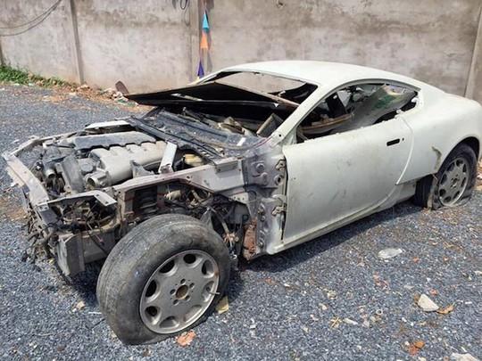 Siêu xe Aston Martin tiền tỷ vứt không ai nhặt tại Việt Nam - Ảnh 4.