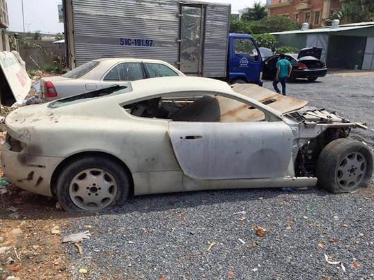 Siêu xe Aston Martin tiền tỷ vứt không ai nhặt tại Việt Nam - Ảnh 5.