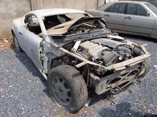 Siêu xe Aston Martin tiền tỷ vứt không ai nhặt tại Việt Nam - Ảnh 7.