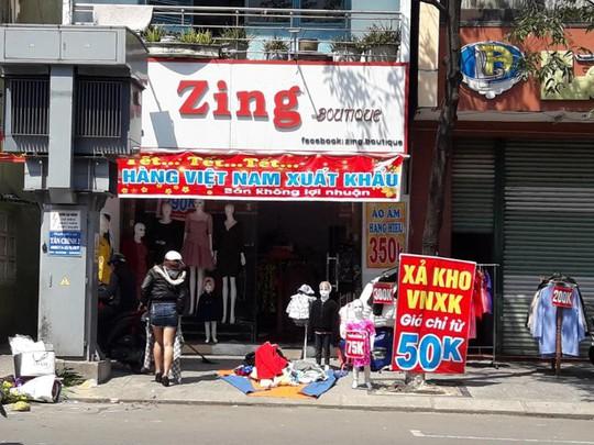 Đà Nẵng: Ế ẩm trưa 30 tết, xả hàng giảm 50% - ảnh 1