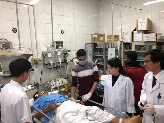 Bộ trưởng Nguyễn Thị Kim Tiến thăm nữ bác sĩ bị ung thư trong đêm giao thừa - ảnh 1