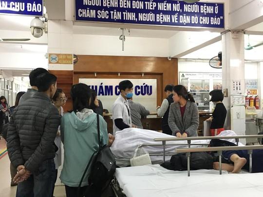 Bộ trưởng Nguyễn Thị Kim Tiến thăm nữ bác sĩ bị ung thư trong đêm giao thừa - ảnh 2
