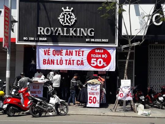 Đà Nẵng: Ế ẩm trưa 30 tết, xả hàng giảm 50% - ảnh 4