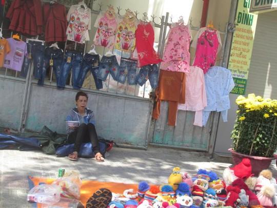 Đà Nẵng: Ế ẩm trưa 30 tết, xả hàng giảm 50% - ảnh 6